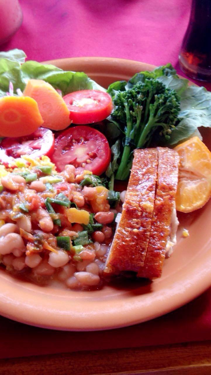 Comida caseira e colorida no Melhor Hora em Cunha