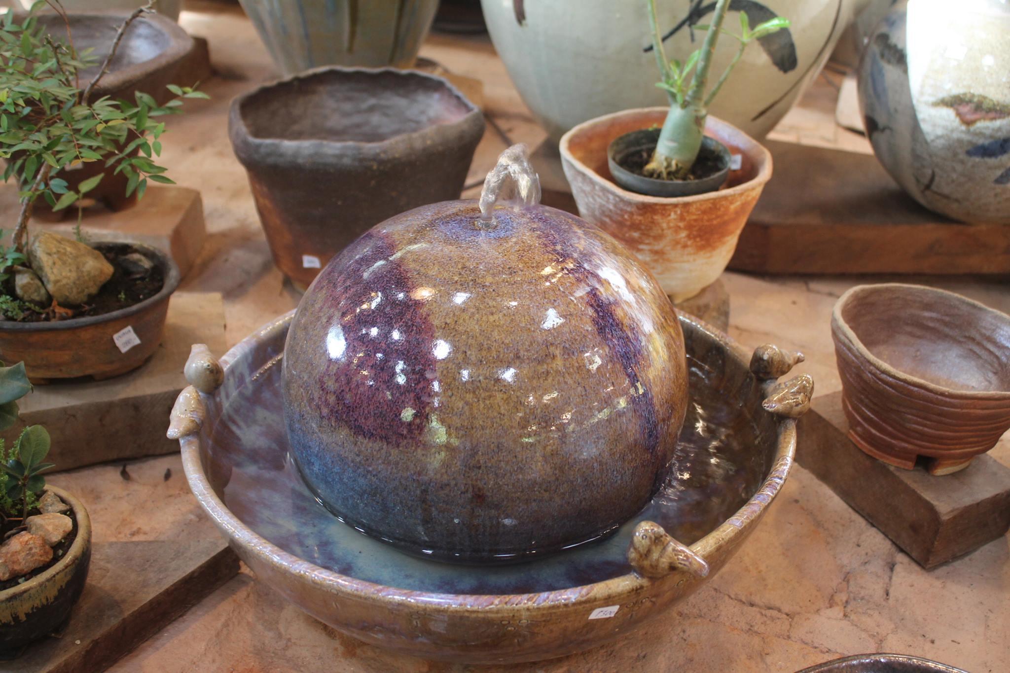 Peça de cerâmica do Suenaga e Jardineiro